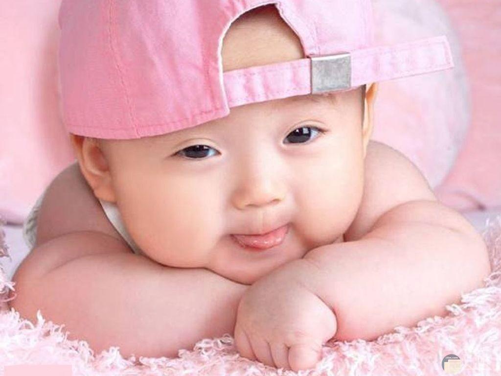صورة طفل حلو يرتدى كاب.