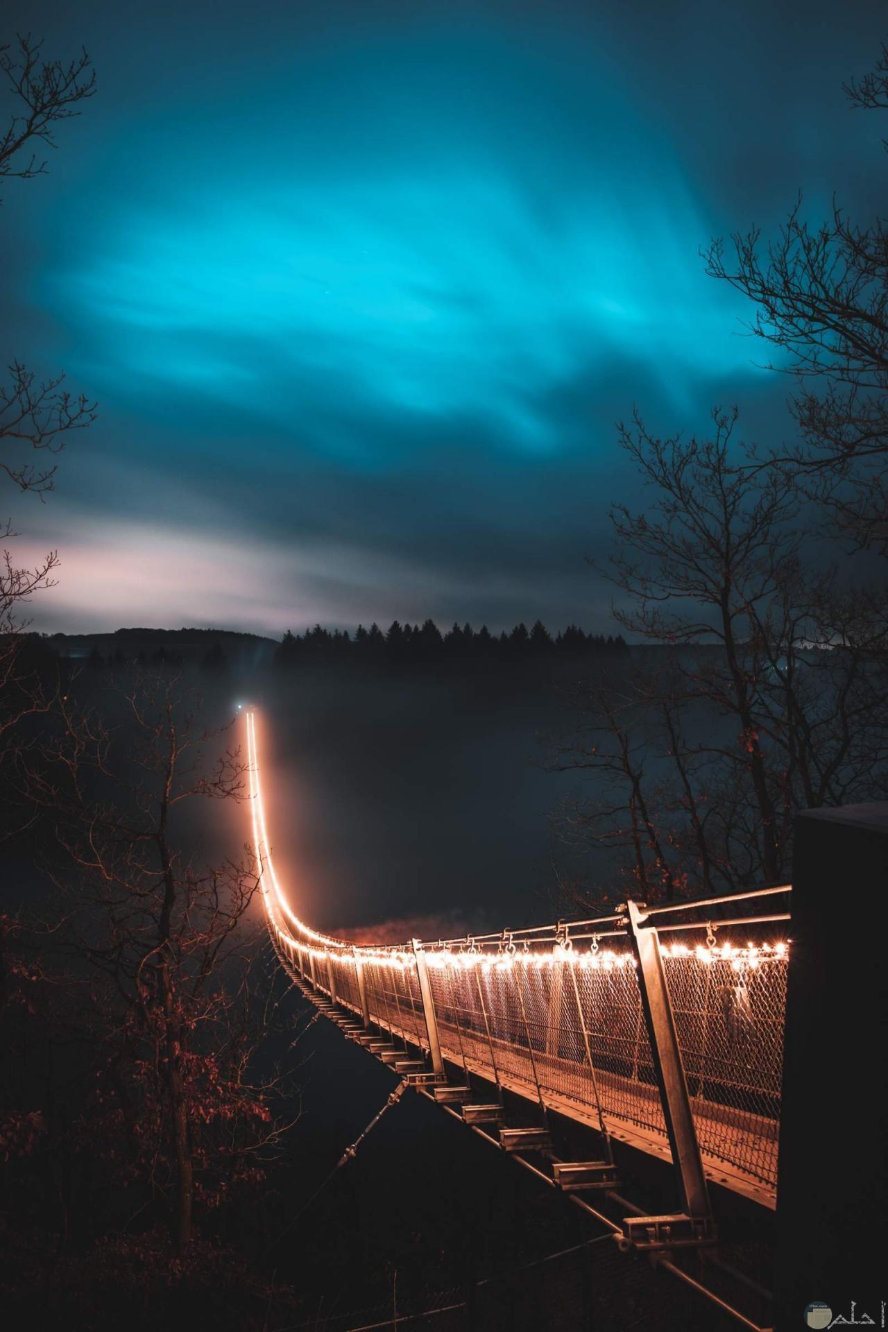 جسر مضيئ جميل