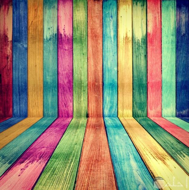 صورة الواح خشبية ملونة