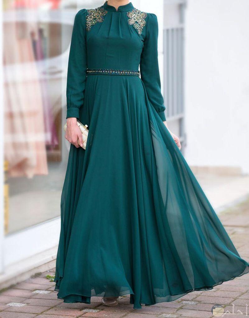 للمحجبات فستان بترولى رائع للمناسبات
