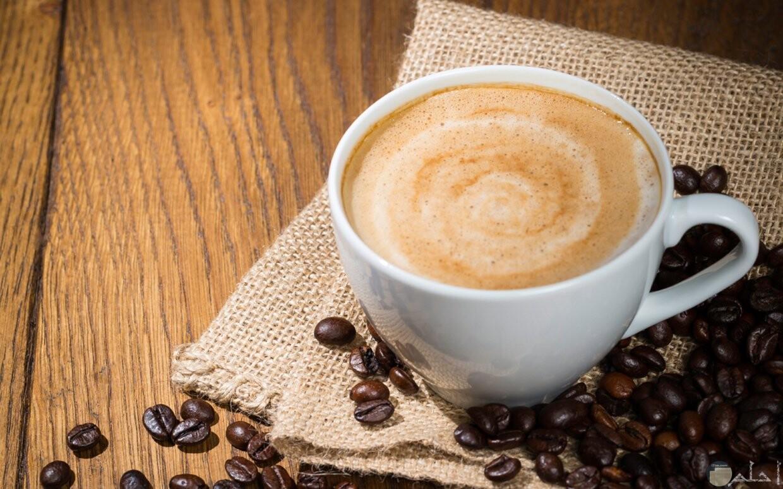 صورة قهوة مع البن المحمص اللذيذ
