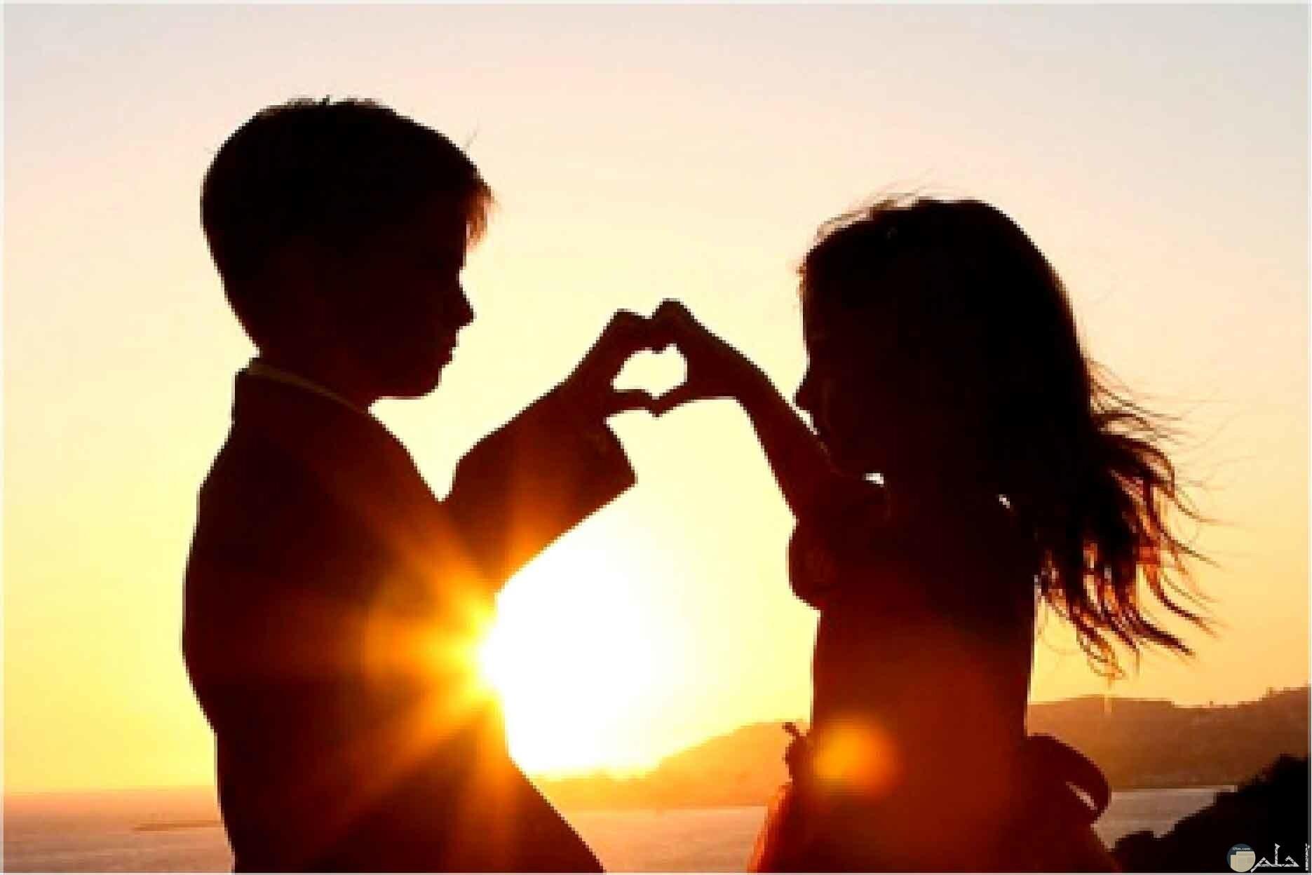 الحب البرئ مع غروب الشمس.