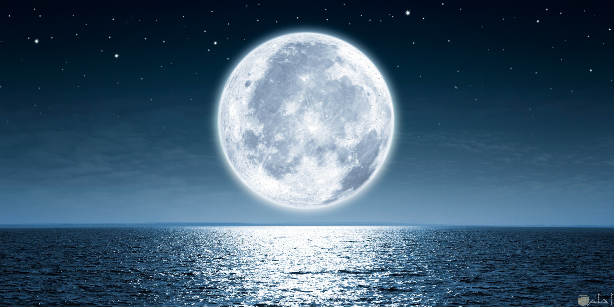 صور للقمر مكتمل شكله.