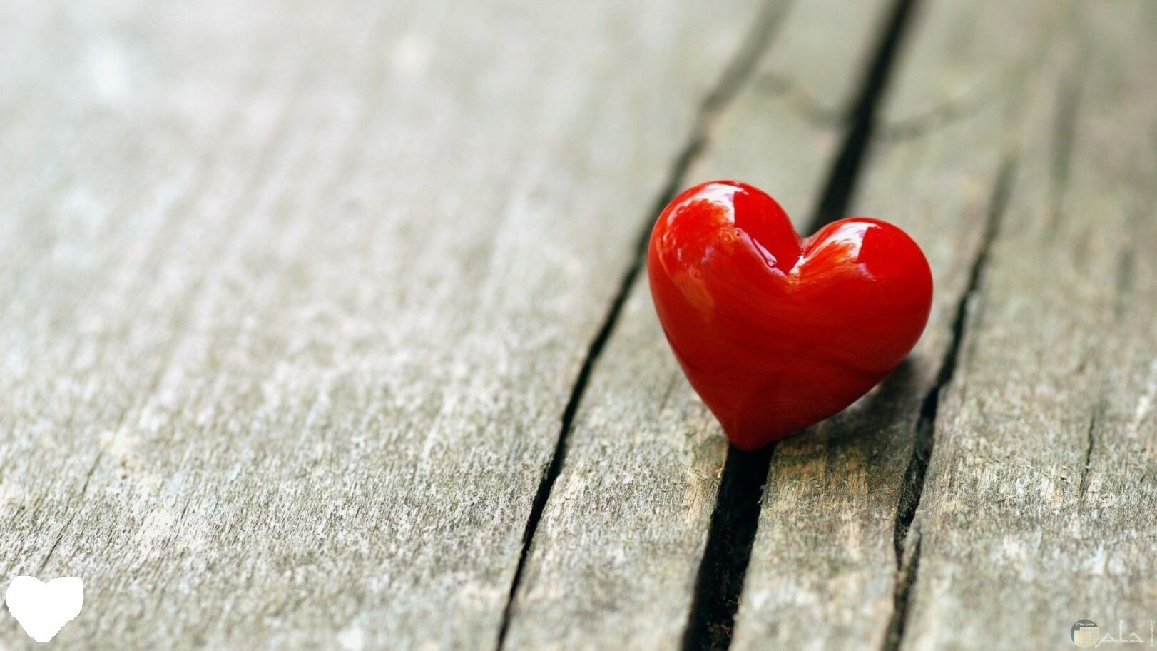 خلفية رومانسية لقلب أحمر.