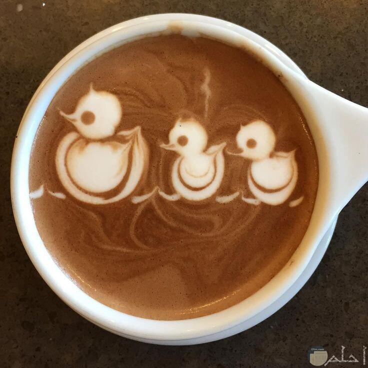 صورة ثلاث بطات على القهوة