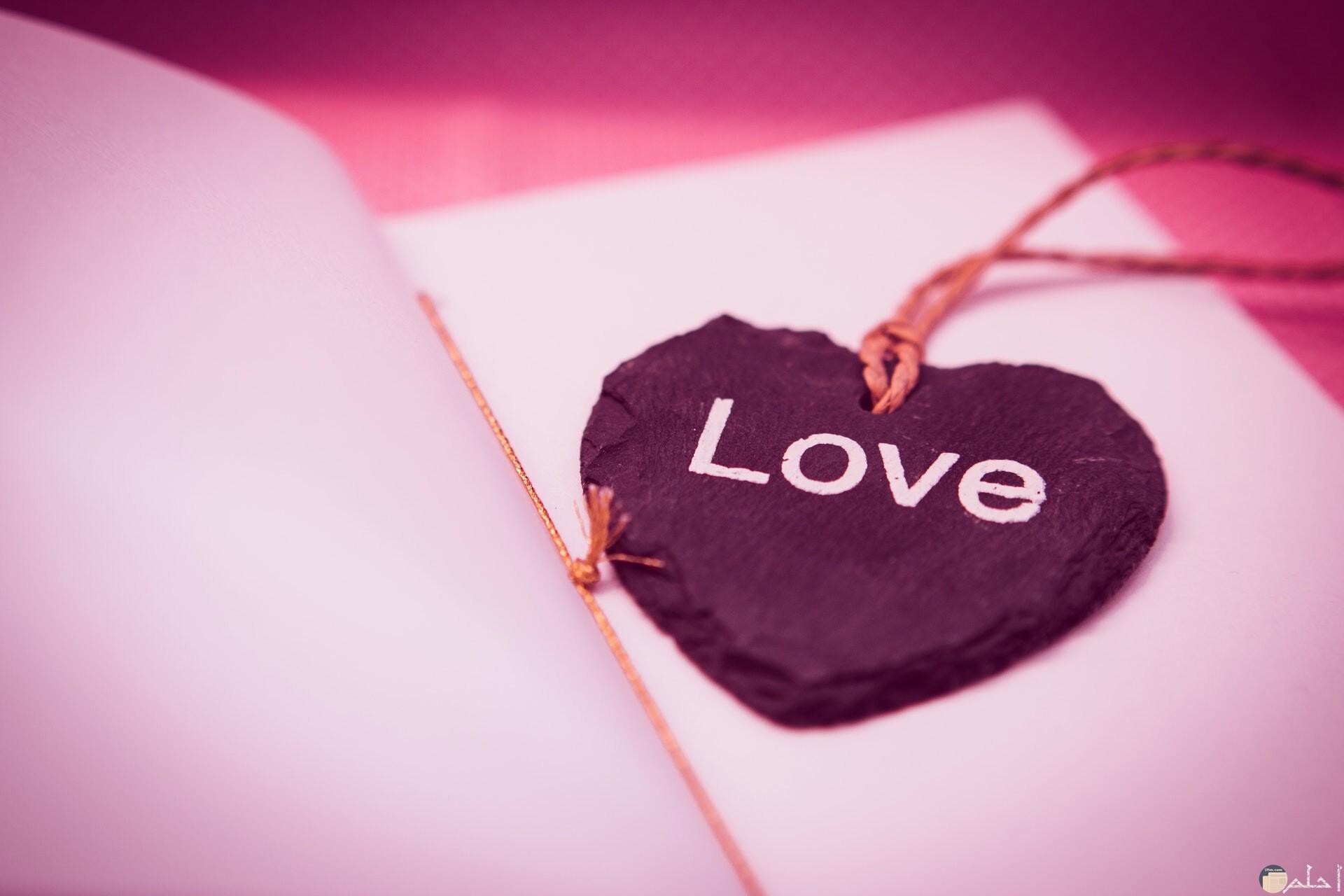 لعشاق البنفسجي و الموف، قلب مكتوب فيه Love