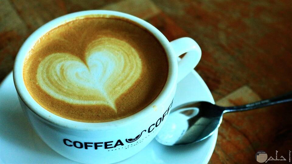 صورة فنجان قهوة ومرسوم قلب