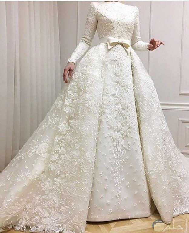 فستان زفاف أبيض بسيط و راقي جداً للمحجبات.